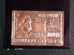 GABON POSTE AERIENNE 41 FEUILLE D'OR . ALBERT SCHWEITZER - Gabón (1960-...)
