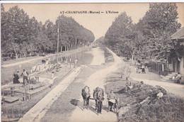 51 AY L'ecluse Avec Passage Péniche , Chevaux Sur Le Chemin De Halage ,navigation Fluviale , Canaux - Ay En Champagne