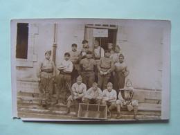 MILITARIA. GROUPE DE MILITAIRES DU 1ER BATAILLON D'AEROSTIERS.  CARTE-PHOTO. - Regiments