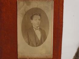 Cdv Ancienne Vers 1870. PORTRAIT D'un Jeune Garçon.  PHOTOGRAPHE  BAUDOUT À AUBUSSON - Alte (vor 1900)