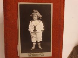 Cdv Ancienne Vers 1870. PORTRAIT D'un Jeune Garçon.  PHOTOGRAPHE CHATEAUNEUF À AVIGNON - Alte (vor 1900)