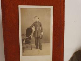Cdv Ancienne Vers 1870. PORTRAIT D'un Jeune Garçon.  PHOTOGRAPHE DE SAUVERZAC À CARPENTRAS - Alte (vor 1900)