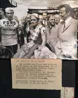 PHOTOS RARE PRESSE1966 SPORTS CYCLISTE JEAN LOUIS BODIN COMEDIEN AMIMATEUR MAURICE BIRAUD FORMAT:18X13cm VOIR IMAGES - Sports