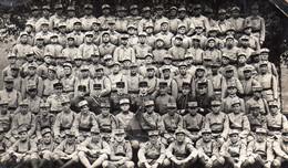 CP- Groupe De Soldats - 60è R.I- ( Assis,bien Sages  !!) - Characters