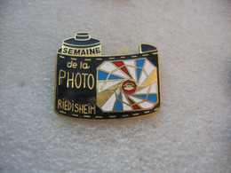 Pin's De La Semaine De La Photo à RIEDISHEIM (Dépt 68) - Photography