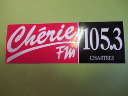 Auto-collant Ancien/Radio/ Chérie FM 105,3 /CHARTRES/Macscreen Macteo/ Années 70-80        ACOL115 - Autocollants