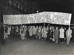 PHOTO - Photo De Presse -  POLITIQUE FRANCE Parti Communiste Français  Manif Avoir Fiscal 17 Fevrier 1972 - Autres