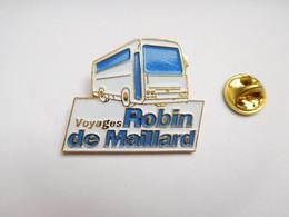 Beau Big Pin's En Relief , Transport Car Bus ,  Voyages Robin De Maillard , Gond Pontouvre , Charente - Trasporti