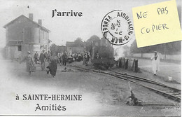 85 - VENDEE - SAINTE HERMINE - CARTE INEDITE - TRAMWAY DE LA VENDEE EN GARE J'ARRIVE A SAINTE HERMINE AMITIES 1926 - Sainte Hermine
