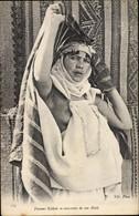 CPA Femme Kabyle Se Couvrant De Son Haik, Barbusig - Altri