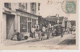 CPA Précurseur Mainville - La Rue Principale (très Belle Animation Avec Attelage Devant Magasin Doré Grains, Fourrages) - Otros Municipios