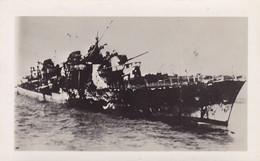 PHOTO ORIGINALE 39 / 45 WW2 MARINE FRANCAISE LE CONTRE TORPILLEUR AUDACIEUX APRES SON COMBAT  23 SEPT 40 AVANT DE COULER - Krieg, Militär