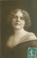 Portrait Femme    T 793 - Vrouwen