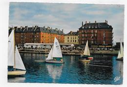 (RECTO / VERSO) LE HAVRE EN 1964 - N° 1650 - LES VOILIERS ET LA PISCINE - BEAU TIMBRE ET FLAMME - CPSM GF - Harbour
