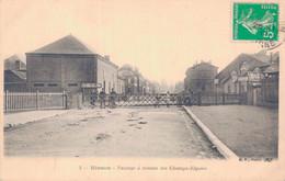 02 - HIRSON / PASSAGE A NIVEAU DES CHAMPS ELYSEES - Hirson