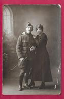 CARTE PHOTO 14 X 9 Cm Des Années 1920.. FEMME ( PIN UP), MILITAIRE - Pin-ups