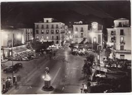 Sorrento: 'SHELL' SERVICE-STATION, SCOOTER, FIAT 1900, 600, ALFA ROMEO GIULIA SPRINT - Piazza Torquato Tasso - (1962) - Toerisme