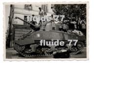@ Rare Photo Personnelle Libération De Paris 25 Aout 1944, Char Sherman ROMILLY , 501 RCC @ - Guerra, Militares