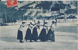 74 CHAMONIX MONT BLANC SPORTS D HIVER PATINEUSES EN FILE INDIENNE Editeur COUTTET Auguste 33B - Chamonix-Mont-Blanc