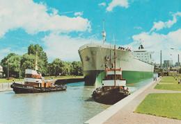 D-73 Ansichtskarte PLZ 26721 Emden I.Ostfr. Großtanker I.d. Schleuse Um 1960 - Andere