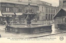 CPA Le Puy En Velay La Fontaine Du Plot Et La Bibliothèque Municipale - Le Puy En Velay