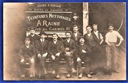 CARTE-PHOTO 76 ROUEN - Groupe Devant Panneau Publicitaire Teintures Nettoyages A. RAINES, 40 Rue Des Carmes - Rouen