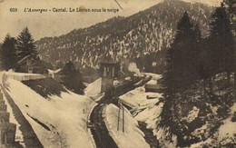 L' Auvergne Cantal Le Lioran Sous La Neige Gare Train à Vapeur Recto Verso - Otros Municipios