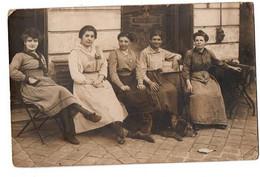 CARTE PHOTO GROUPE DE FEMMES CORBEIL HOTEL DU PONT TRES ANIMEE - Zu Identifizieren
