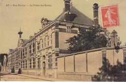 AY - Rue Pierlot - Le Préau Des Ecoles - Effet Tissé, Carte Colorisée, Edition Des Comptoirs Français 1915 - Ay En Champagne