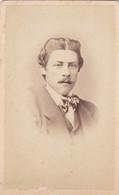 Photo Foto - Formato CDV - Uomo Con Farfallino - Years '1870/'80 - Alfredo Noack, Genova - Anciennes (Av. 1900)