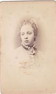 Photo Foto - Formato CDV - Donna Con Colletto Plissettato - Years '1870/'80 - Alfredo Noack, Genova - Anciennes (Av. 1900)