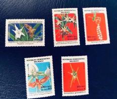 MADAGASCAR 1985 5 V Neuf ** MNH Papillon Et Orchidée YT 753 A 757 Farfalle Papillons Butterflies Mariposas Malagasy - Mariposas