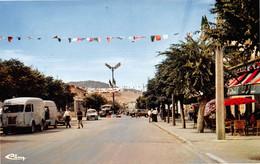 BATNA - Boulevard De L'Indépendance - Fourgon Mara Uma, Renault 4L - Batna