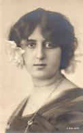 DC2834 - Ak Schöne Motivkarte Junge Frau Mädchen Dame - Mujeres