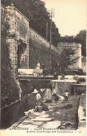 Carte POSTALE  Ancienne De MEZIERES (BLANCHISSEUSES) - Ancien Pont Levis & Fortification - Unclassified