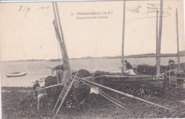 22 TREBEURDEN Chargement De Goémon ,marins Chargeant Dans Bateaux Echoués à Marée Basse , Métier De La Mer En 1916 - Trébeurden
