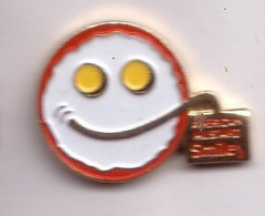 AB306  Pin's SMILEY American Mustard Informatique Achat Immédiat - Informatik