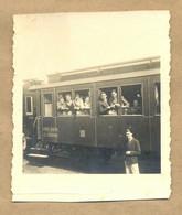 W30-Guy,Girl Looking From Travel Wagon Window,Station,Train,Kingdom Of Yugoslavia State Railway-Vintage Photo Snapshot - Trains