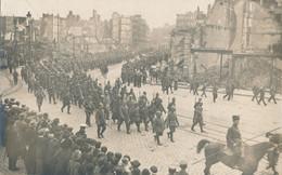 59) LILLE - Carte-Photo : Défilé Militaires Rue De La Gare - Prisonniers - Guerre De 1914/18  1.WK - WW1 - Lille