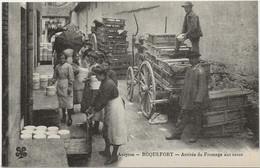 D 12  ROQUEFORT  Arrivée Du Fromage Aux Caves - Roquefort