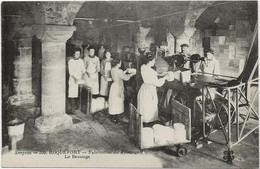 D 12   2 Cartes  De ROQUEFORT  Fabrication Du Fromage    Le Brossage    Le Piquage - Roquefort