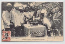 Laos - VIENTIANE - Chanteuse Laotienne Au Phonographe (Le Dos De La Carte Est Abimé) - Ed. Collection Raquez Série B N. - Laos