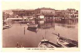 11529 -  LE BRUSC SUR MER     LE PORT     TRES  BELLE CARTE ANIMEE  1939 - Otros Municipios