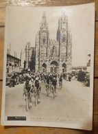 CYCLISME - TOUR DE FRANCE 1938  : METZ REIMS La Passage Du Peloton à Sainte Menehould - Cyclisme