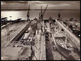 Fotografia Dos ESTALEIROS NAVAIS De SETUBAL Com Barco Em Doca Seca. Vintage Photo PORTUGAL 24cm X 17.5cm - Boats