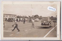 COTE-D IVOIRE- CARTE-PHOTO- 4 L RENAULT EN EQUILIBRE SUR UNE PLANCHE- GYMKHANA- - Costa De Marfil