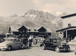 K1 - Photo - Un Arrêt Au Col Du Lautaret Pour Cette Simca Aronde Et Cette 203 Peugeot - Auto's