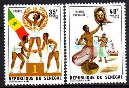 Sénégal N° 399 / 400 XX  Semaine Nationale De La Jeunesse, Les  2 Timbres  Sans Charnière, TB - Senegal (1960-...)