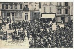 CPA  LA FERTE Sous JOUARRE   Place De L'Hotel De Ville, Le 101éme De Ligne - La Ferte Sous Jouarre
