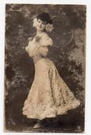 DC5223 - Schöne Motivkarte Junges Mädchen Junge Frau Dame In Tollem Kleid - Mujeres
